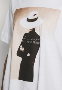Rich & Royal - WITH PRINT - Print T-shirt - toffee - 4