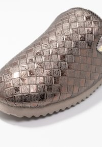 flip*flop - SLIPPER BRAIDED - Slippers - taupe - 2