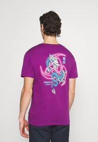 YOURTURN - UNISEX - T-shirt med print - purple - 2