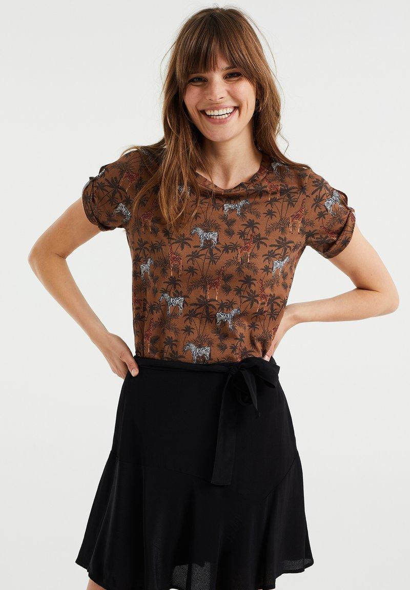 WE Fashion - Print T-shirt - brown