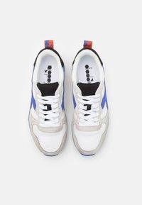 Diadora - ICONA UNISEX - Trainers - white/amparo blue/orangeade - 3