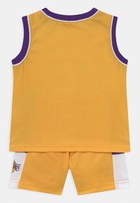 Outerstuff - NBA LOS ANGELES LAKERS SPACE JAM ZONE DEFENSE SET UNISEX - Club wear - yellow - 1
