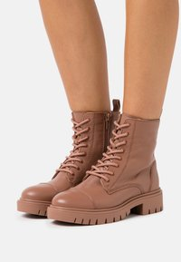 ALDO - REILLY - Lace-up ankle boots - bone - 0