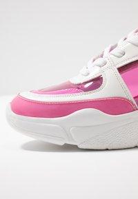 Madden Girl - CLARITE - Joggesko - pink/multicolor - 2