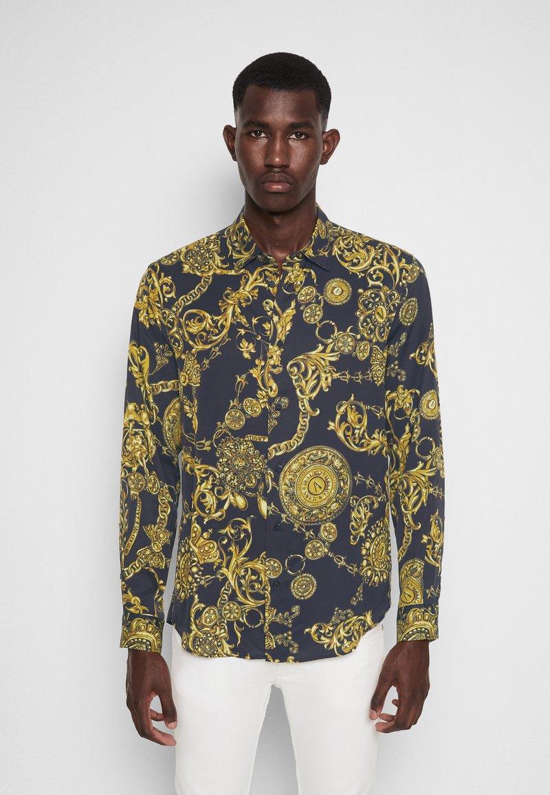 Versace Jeans Couture - PRINT REGALIA BAROQUE - Shirt - nero/oro