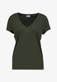 Marc O'Polo DENIM - SHORT SLEEVE V NECK - Print T-shirt - action green - 4