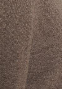 pure cashmere - CLASSIC CREW NECK  - Strikkegenser - heather brown - 2