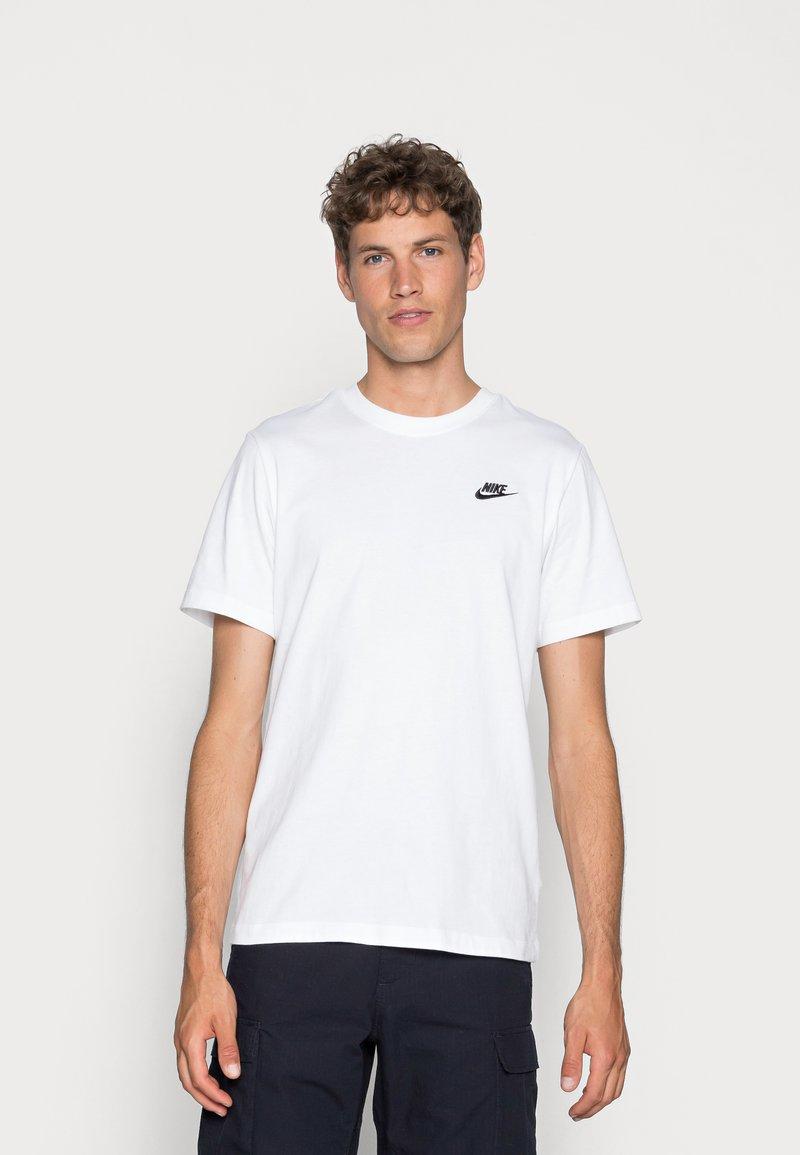 Nike Sportswear - CLUB TEE - T-Shirt basic - white/black