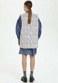Soaked in Luxury - Waistcoat - blue peonia print - 2