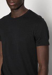Pier One - 5 PACK - T-shirt basic - black - 4