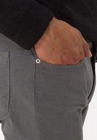BRAX - STYLE CHUCK - Slim fit jeans - graphit - 4