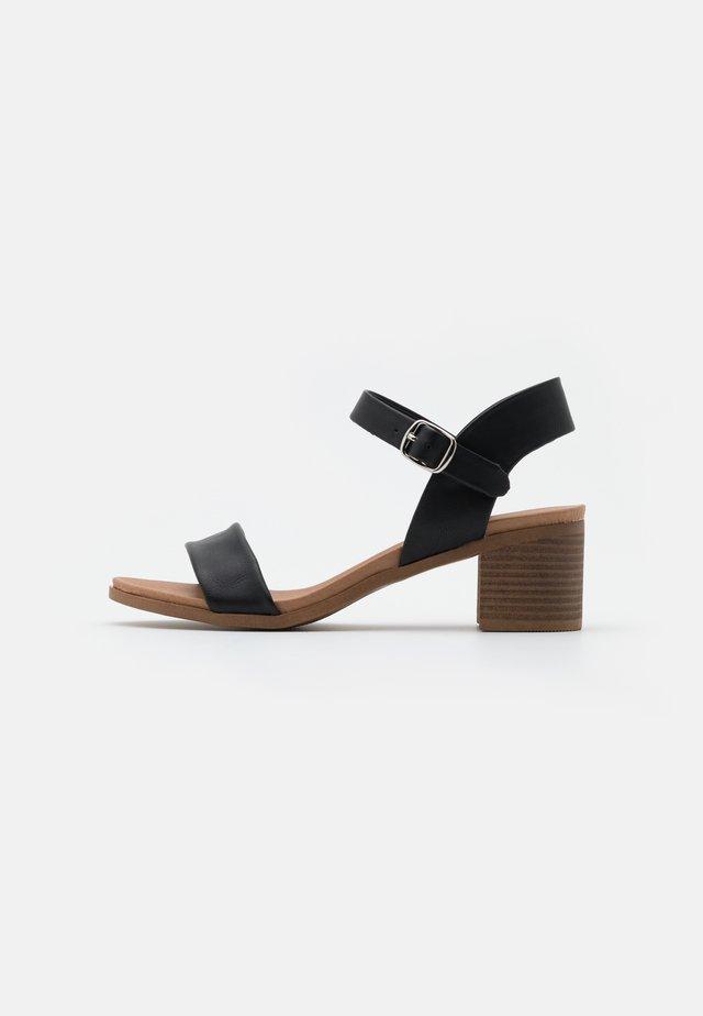 PLATYPUS BLOC HEEL  - Sandalen - black