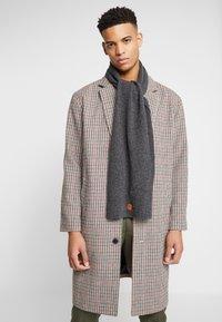 Knowledge Cotton Apparel - SCARF - Sjaal - dark grey - 0