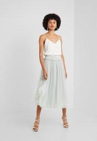 Needle & Thread - HONEYCOMBE SMOCKED BALLERINA SKIRT - A-line skirt - meadow green - 1