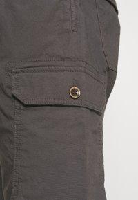 TOM TAILOR - LIGHTWEIGHT CARGO - Shorts - tarmac grey - 5