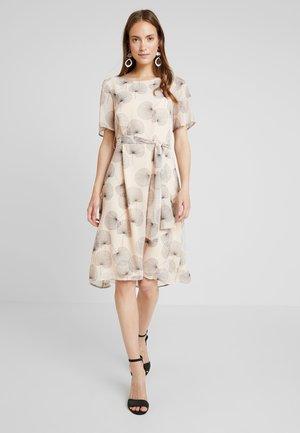 FLUENT - Denní šaty - light beige