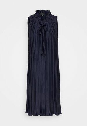 PLEATED SHIFT WITH TIE NECK - Koktejlové šaty/ šaty na párty - dazzling navy