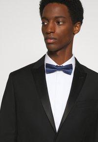 Calvin Klein - PEBBLE DOT BOWTIE - Bow tie - navy - 1