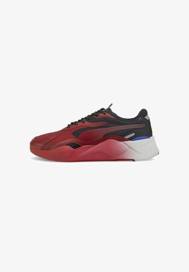 Baskets basses - rosso corsa-puma black