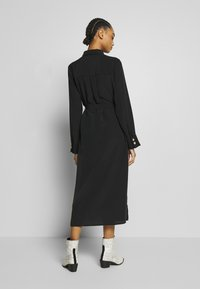 Monki - LIV UTILITY DRESS - Skjortekjole - black - 2