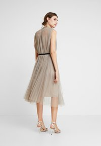 Apart - DRESS WITH BELT - Cocktail dress / Party dress - silver - 3