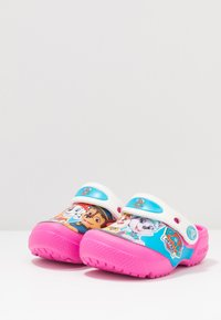 Crocs - FUN LAB PAW PATROL - Pool slides - electric pink - 3