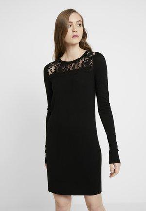 VMLACOLE LS DRESS - Pletené šaty - black