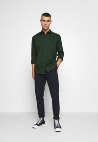 Only & Sons - ONSSANE SOLID POPLIN - Overhemd - scarab - 1