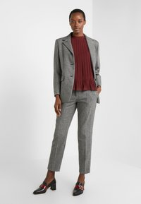 Club Monaco - PLEATED SWING TOP - Blouse - currant - 1