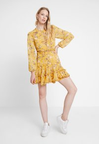 Bardot - JENNIE FLORAL DRESS - Denní šaty - yellow - 2