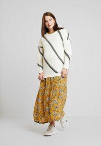 Queen Mum - DRESS NURS DENVER - Jersey dress - sunflower - 2