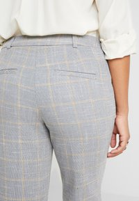 Dorothy Perkins Petite - NAPLES GRAZER - Trousers - grey - 6