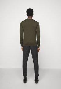 J.LINDEBERG - LYLE CREW NECK - Stickad tröja - moss green - 2
