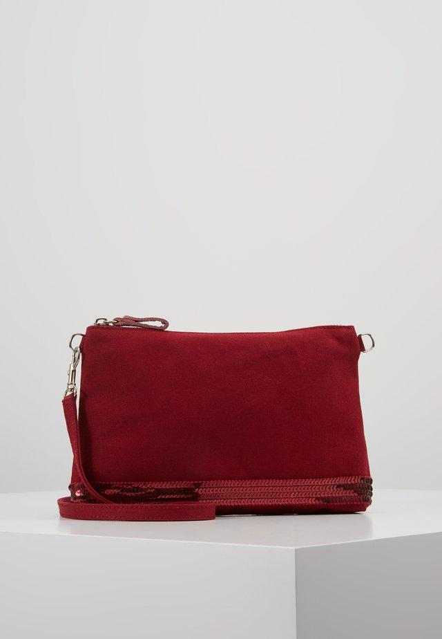 POCHETTE EPAULE - Across body bag - bordeaux