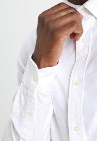 Scotch & Soda - REGULAR FIT OXFORD SHIRT WITH STRETCH - Skjorta - white - 3