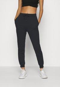 Even&Odd - 2er PACK - Slim fit joggers - Teplákové kalhoty - black/ white - 2