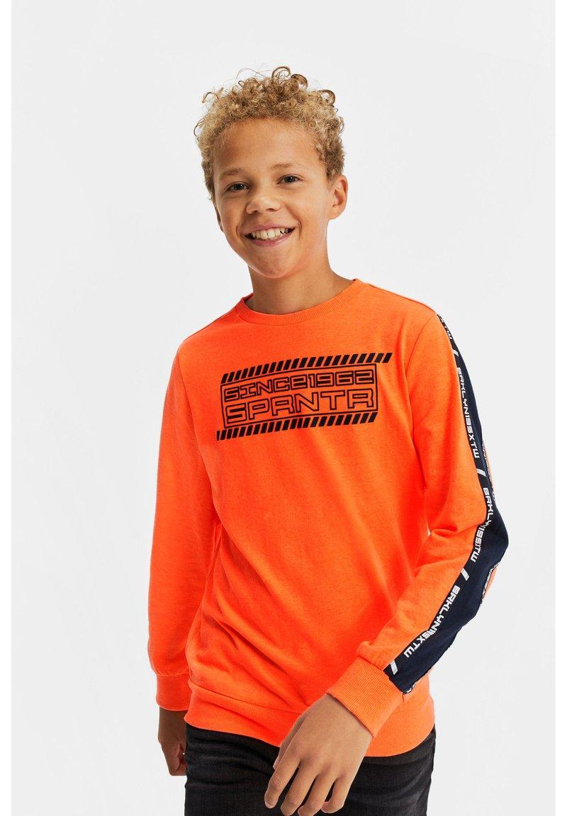 WE Fashion - MET 3D-OPDRUK EN TAPE - Langærmede T-shirts - bright orange