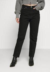 Gina Tricot Petite - DAGNY MOM - Slim fit jeans - black - 0