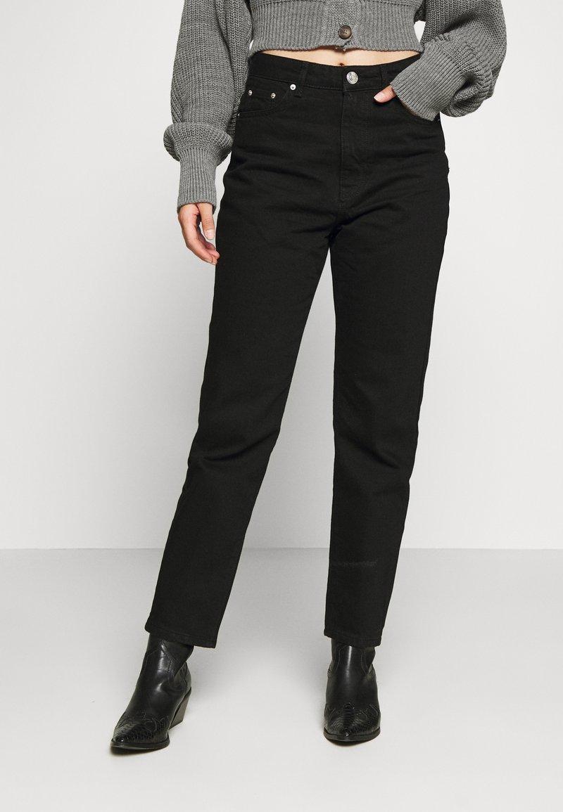 Gina Tricot Petite - DAGNY MOM - Slim fit jeans - black