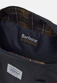 Barbour - EADAN HOLDALL UNISEX - Taška na víkend - navy - 2