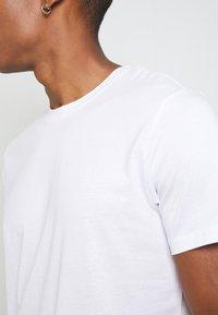 Jack & Jones - JJENOA - T-shirt basique - white - 5