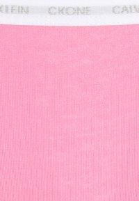 Calvin Klein Underwear - 2 PACK - Briefs - kisses/black - 6
