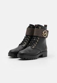MICHAEL Michael Kors - TATUM BOOT - Snørestøvletter - brown/black - 2
