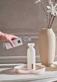 Rituals - THE RITUAL OF SAKURA REFILL FRAGRANCE STICKS - Home fragrance - / - 2