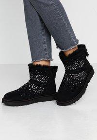 UGG - CLASSIC GALAXY BLING MINI - Boots à talons - black - 0