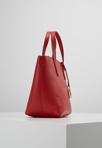 Lauren Ralph Lauren - MINI TOTE CROSSBODY MEDIUM - Kabelka - red/navy - 3