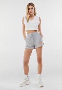 Bershka - MIT PRINT  - Shorts - light grey - 1