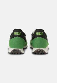 Nike Sportswear - CHALLENGER OG UNISEX - Trainers - green/black/sail/white - 2