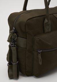 Kidzroom - DIAPER BAG KIDZROOM FRIENDLY - Sac à langer - army - 4