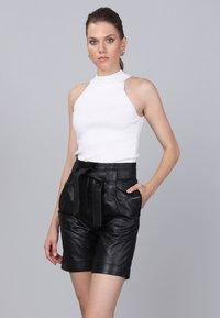 Basics and More - Shorts - black - 3